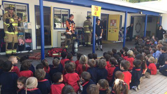 Visita bomberos pre escolar 2018 (5)